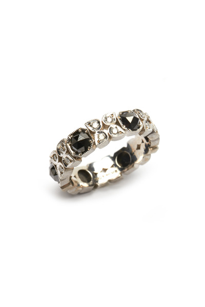 Sylva & Cie - White Gold Black & White Diamond Flower Ring