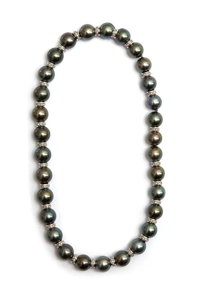 Uffizzi White Gold Black Pearl Strand Necklace