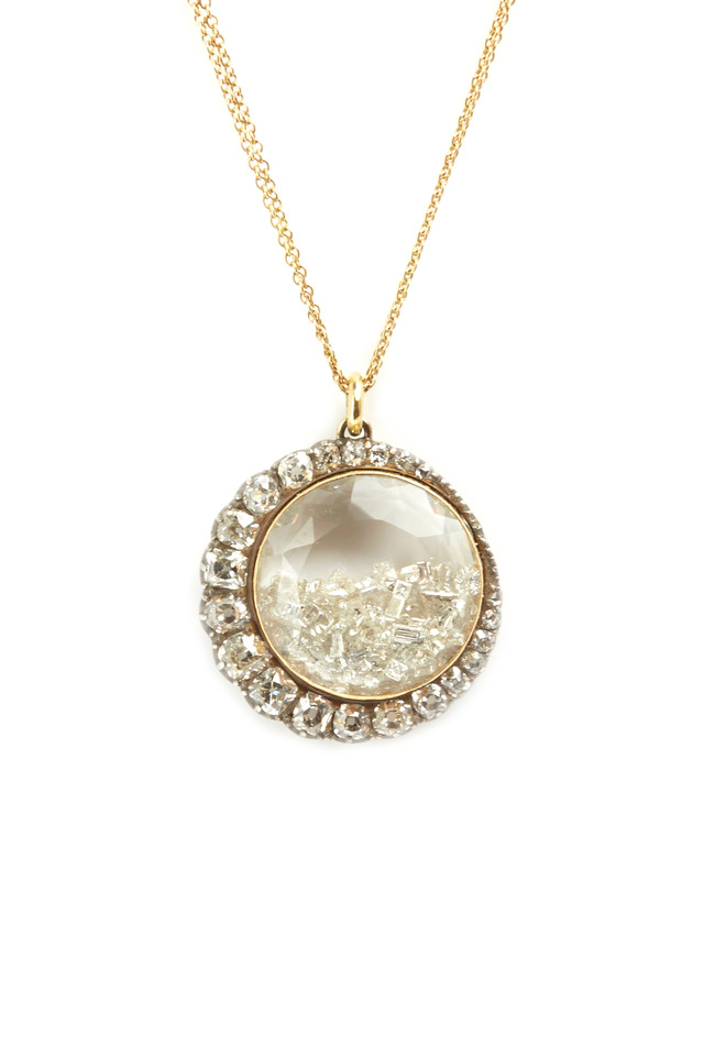Gold Crescent Rim Diamond Shake Necklace